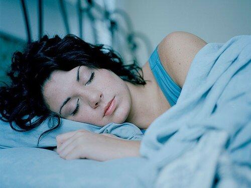 Сон на правом боку понижает артериальное давление