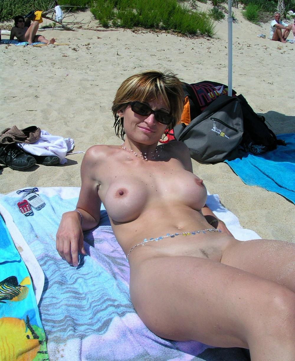 моя жена на пляже голая чиновниках