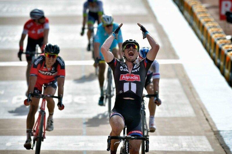 Британский турист сбил велогонщиков голландской команды