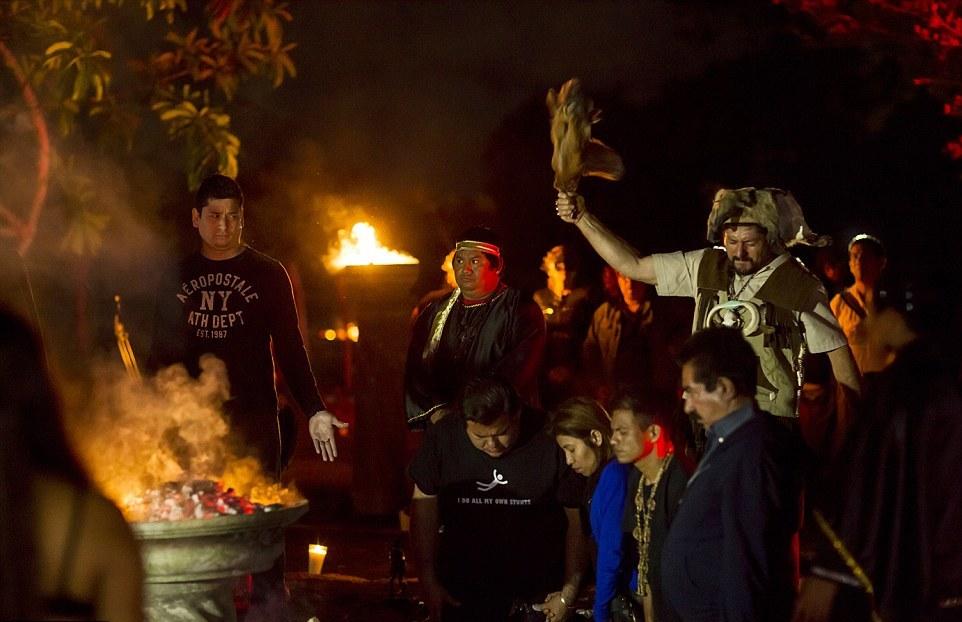Энрике Вердон каждый год проводит черную мессу в святилище на горе Белой Обезьяны, находящейся к