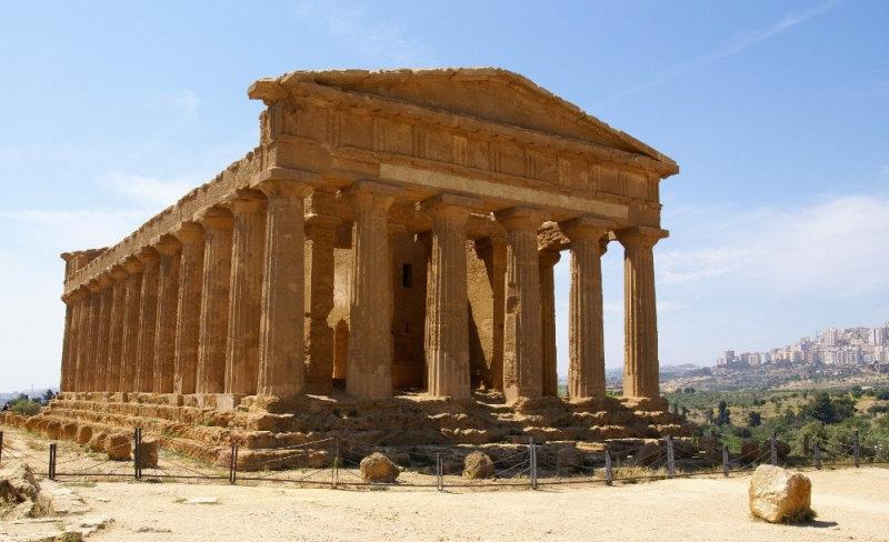 Долина Храмов, расположенная в районе города Агридженто на Сицилии, - это один из самых выдающи