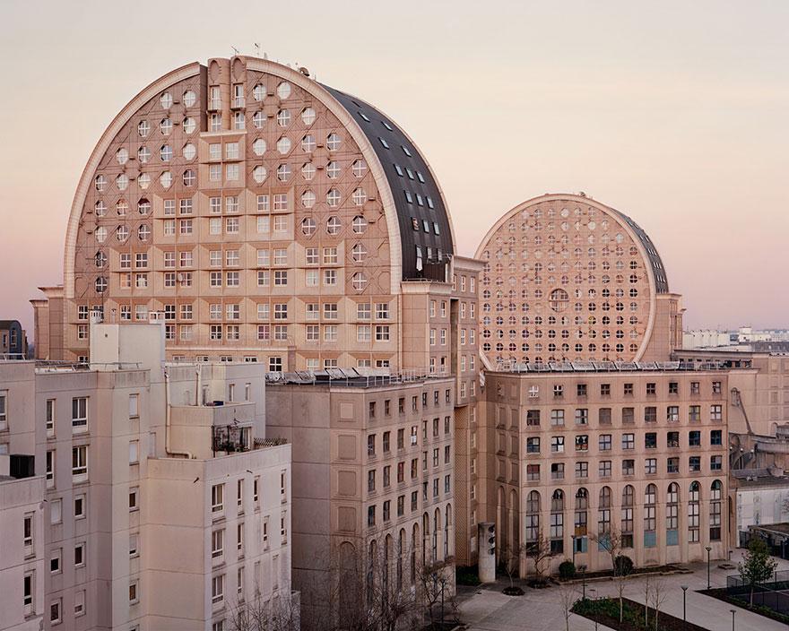 Футуристический парижский пригород в фотопроекте Лорана Кроненталя