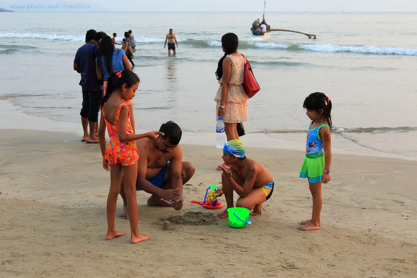 9. Индийские туристы на пляже Палолем в Гоа. Отзыв о самостоятельном отдыхе в Индии (24-70, 1/80, 0eV, f8, 55mm, ISO 400)