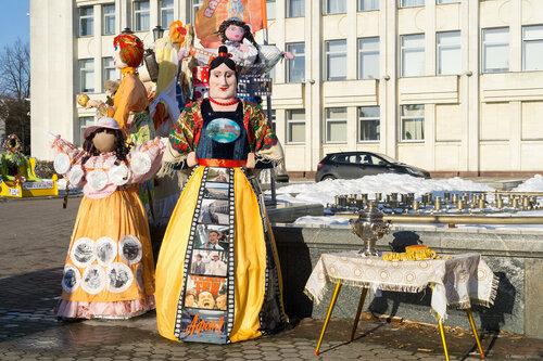 Выставка масленичных кукол