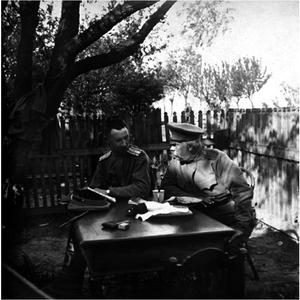 39. 1915. Офицеры 46-й пехотной дивизии за столом. До 26 мая. Пекошув Келецкой губернии
