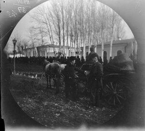 19 декабря. Ташкент. Уильям Уильям Захтлебен и Зевальд рядом с коляской непосредственно перед их отъездом в Лондон