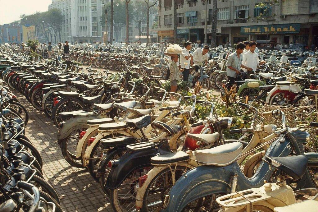 1965 Saigon National Geographic.jpg