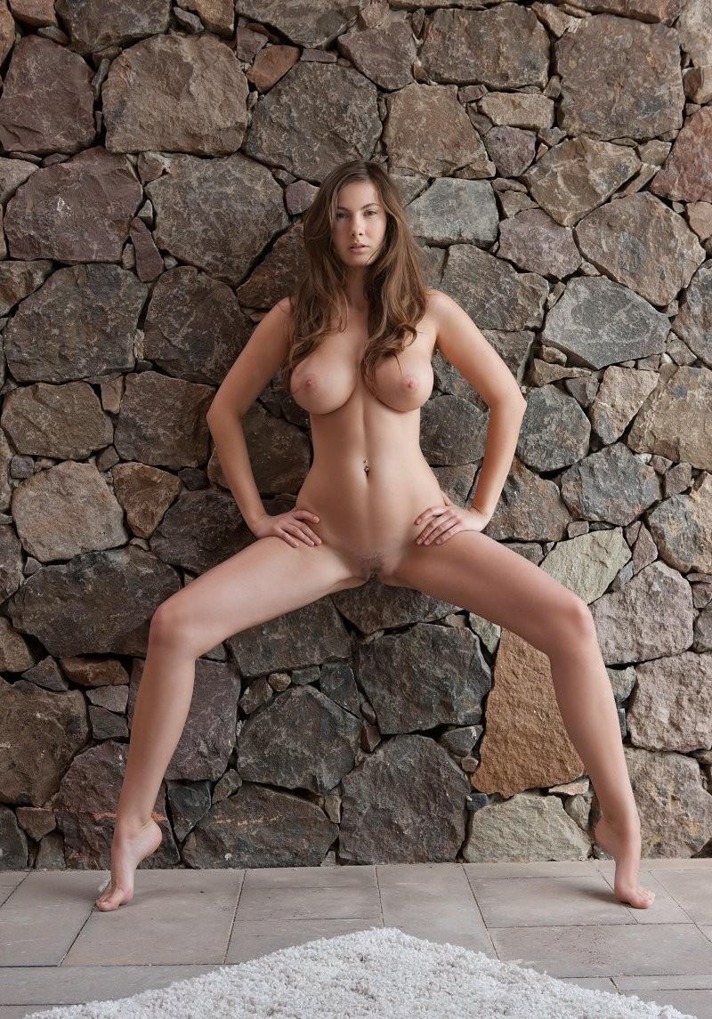 Стройная девушка с большой грудью эротика 24 фотография