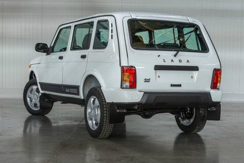 Официально представлен длинный 5 дверный автомобиль Lada 4x4 Urban