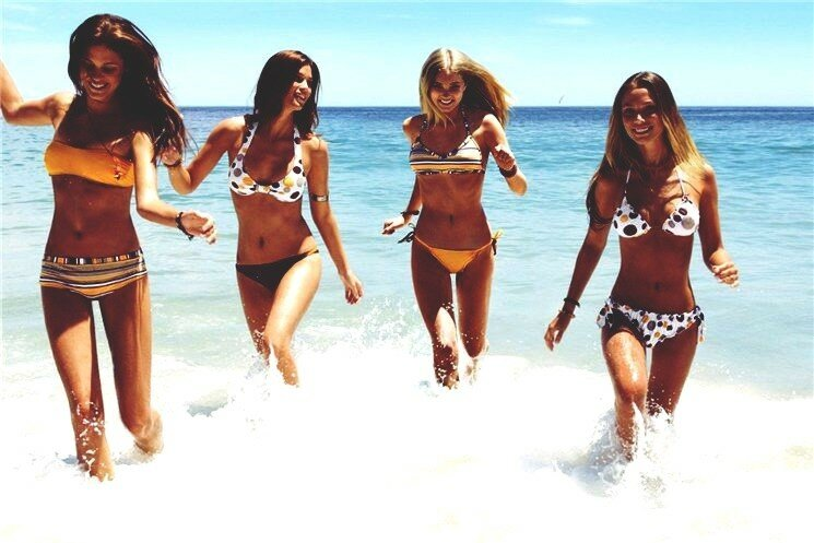 Девушки в бикини (100 волнительных фотографий)