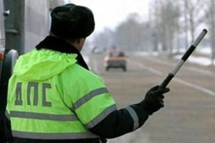 Видео как мурманский водитель протащил полицейского на капоте