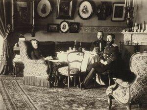 Портрет семьи графов Левашовых в интерьере дома на Фонтанке