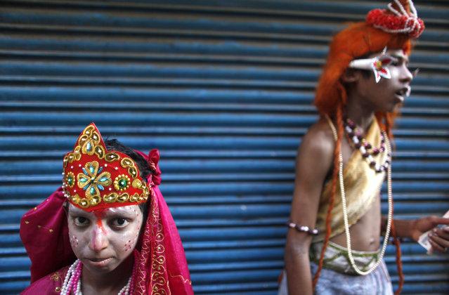 Apu Sen dressed as Hindu goddess Parvati and Shuvojit who is dressed as the Hindu god Mahadev pose d