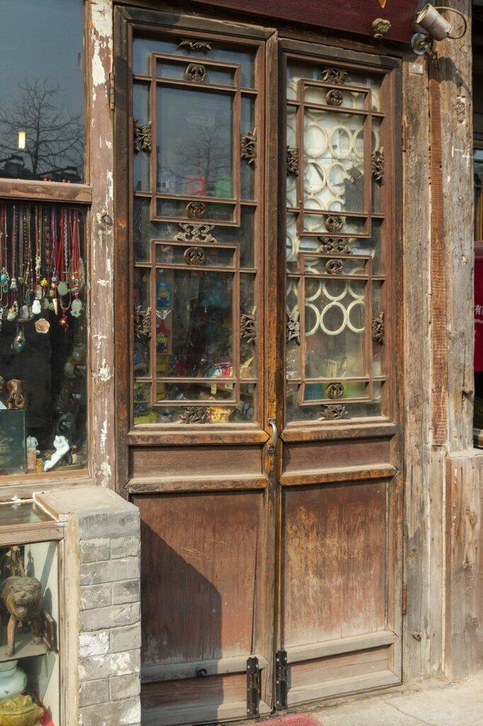 Дверь антикварной лавки, улица Яньдай, Шичахай, Пекин