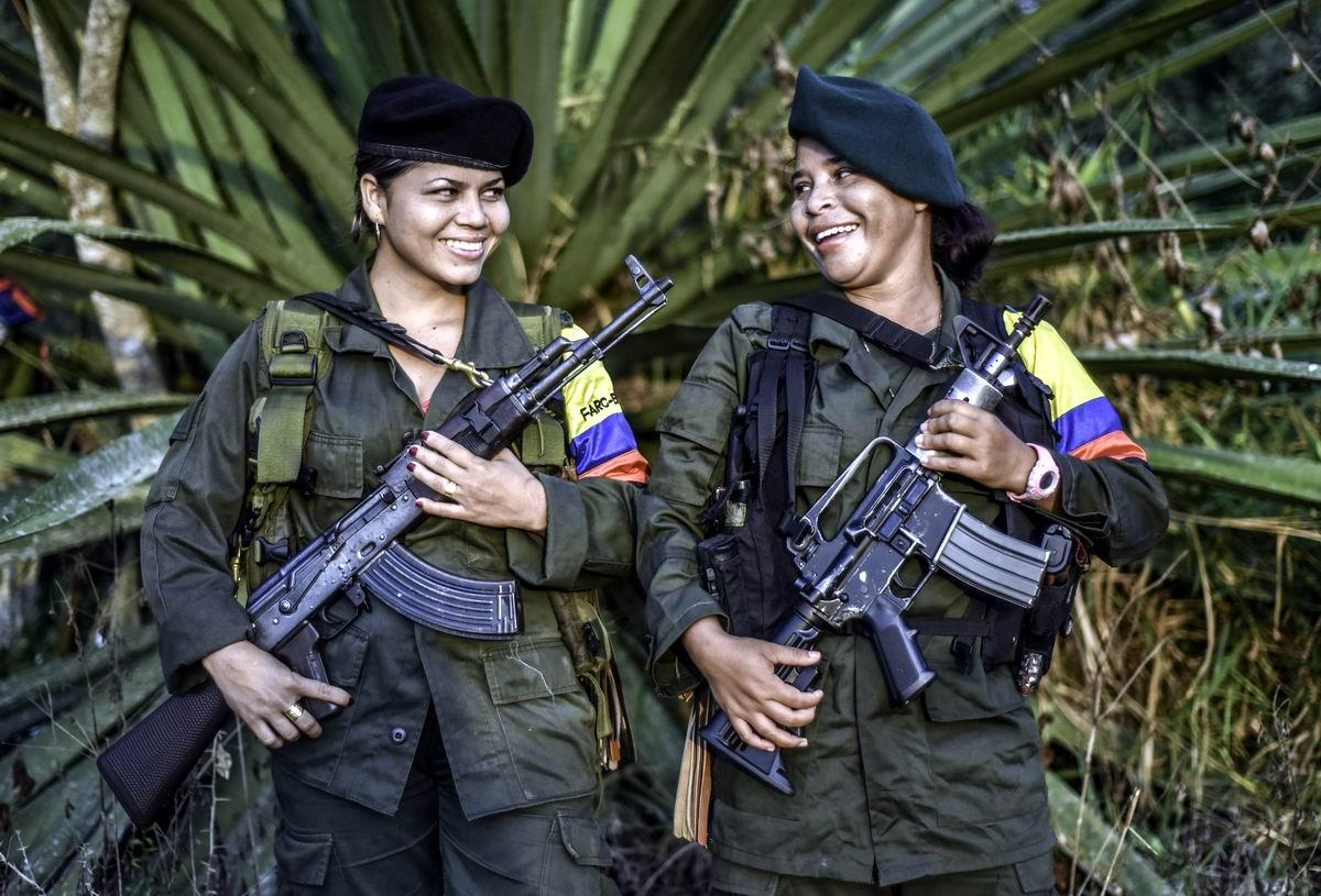 С боевым приветом от леворадикальных колумбийских повстанцев: Улыбчивые мучачи с оружием