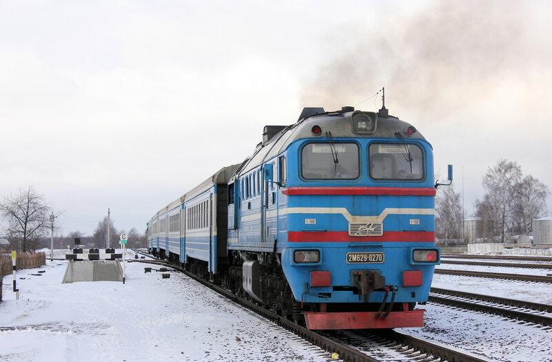 2М62У-0270 пригородным поездом Витебск - Полоцк на станции Шумилино