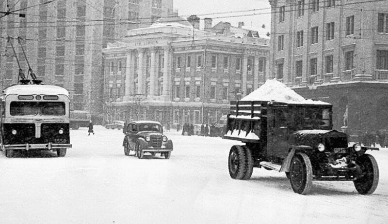 425525 Площадь Свердлова (Театральная) 1930-е.jpg