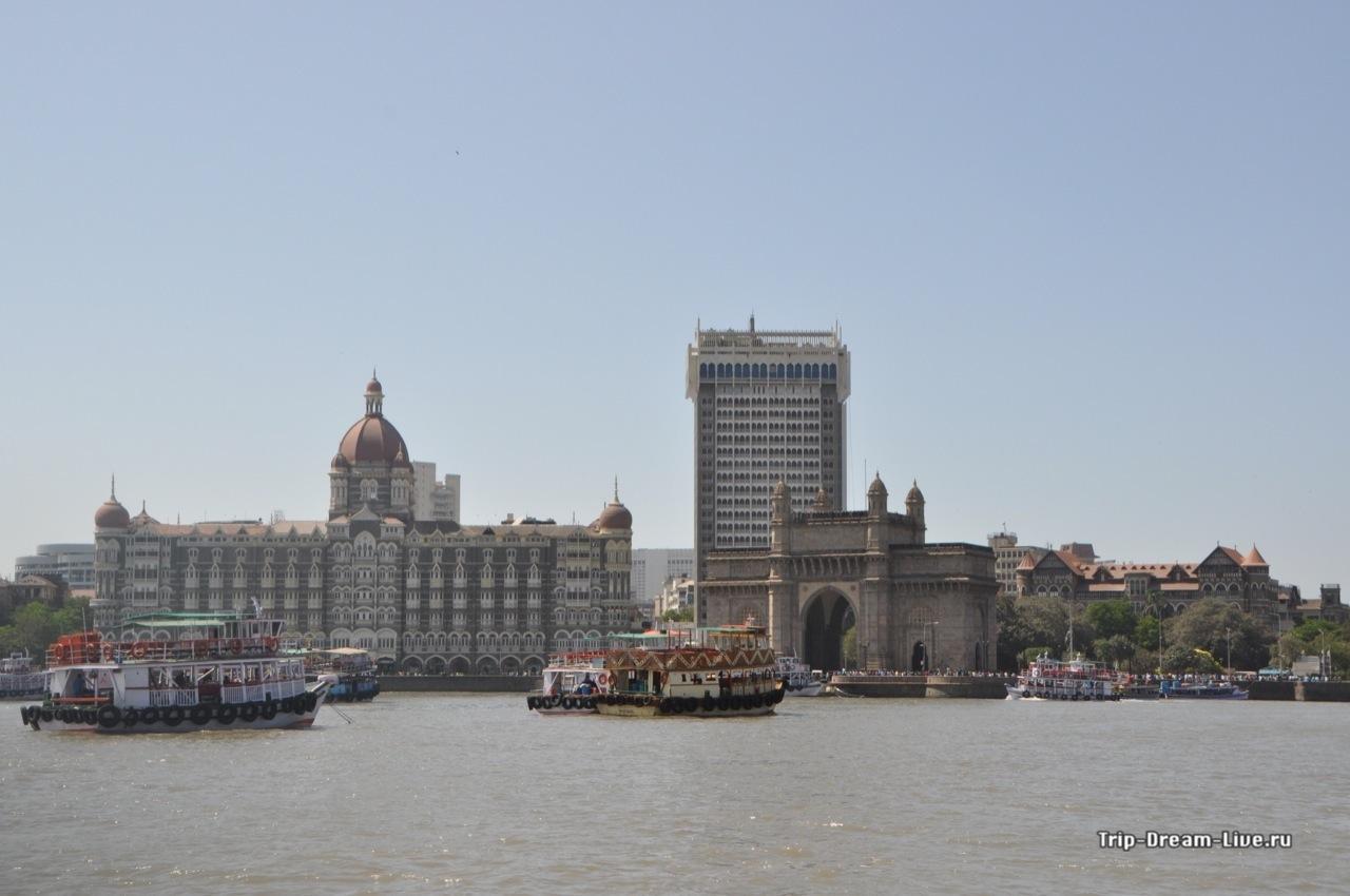 Вид на Ворота Индии и Тадж Махал Палас с моря
