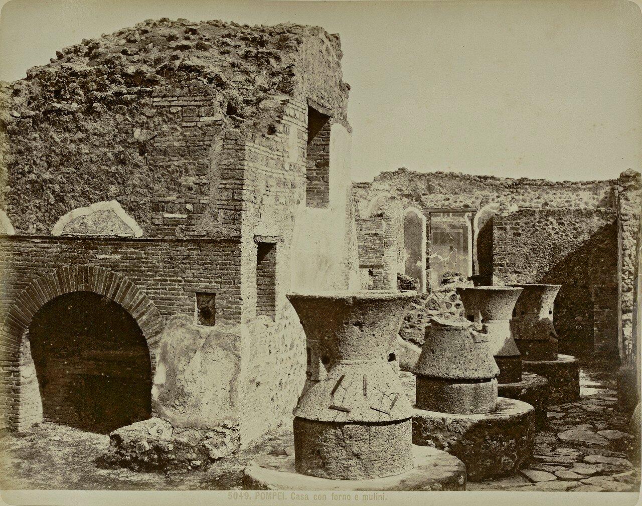 1880. Пекарня в Помпеях: видны мельницы и печь