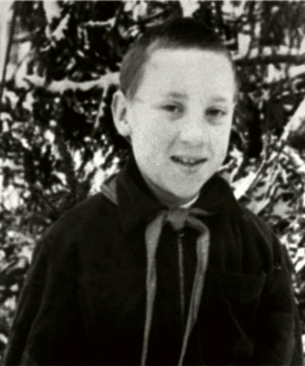 1951. Володя Высоцкий в зимнем пионерском лагере Подмосковья. Январь