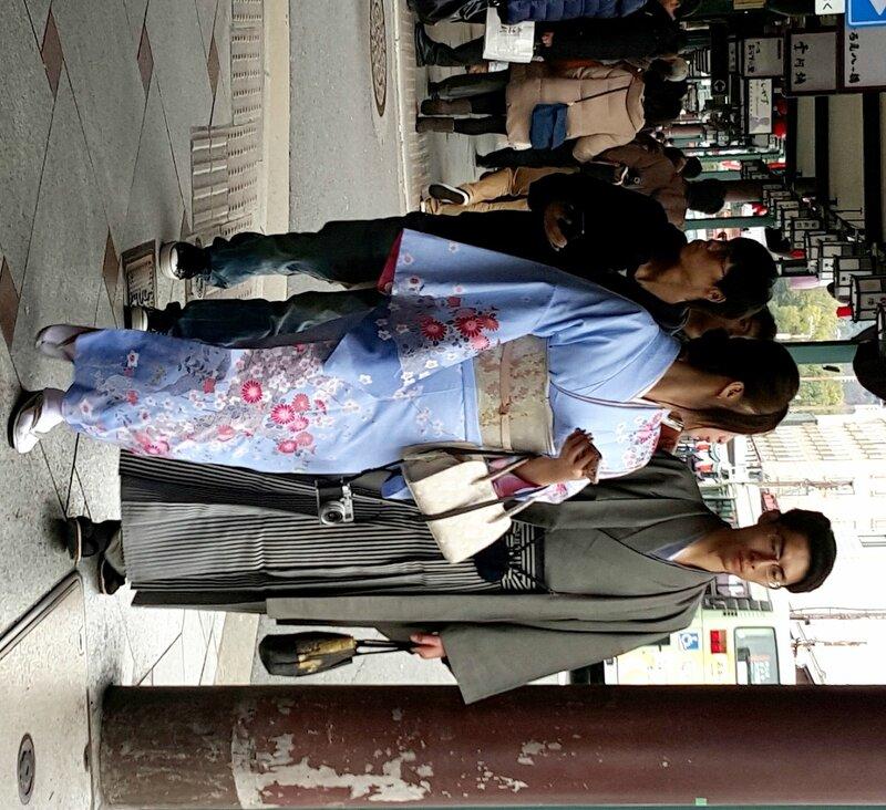 6647c950df5 Япония. Национальная одежда на улицах Токио и Киото. - Yvision.kz