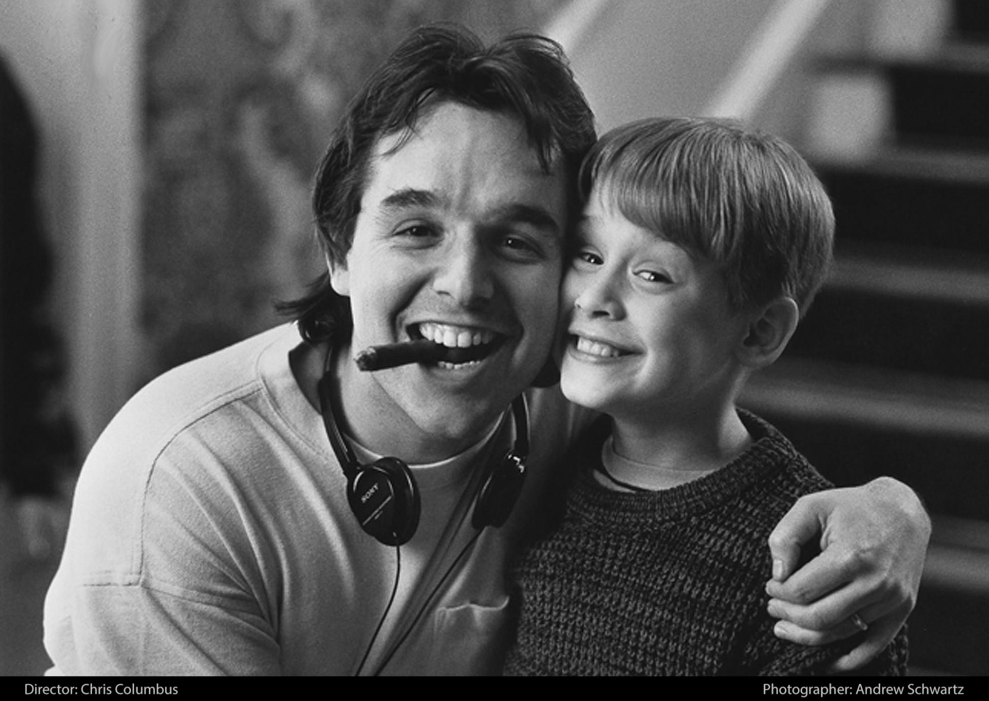 Режиссер Крис Коламбус и Маколей Калкин на съемочной площадке фильма «Один дома», 1990 год