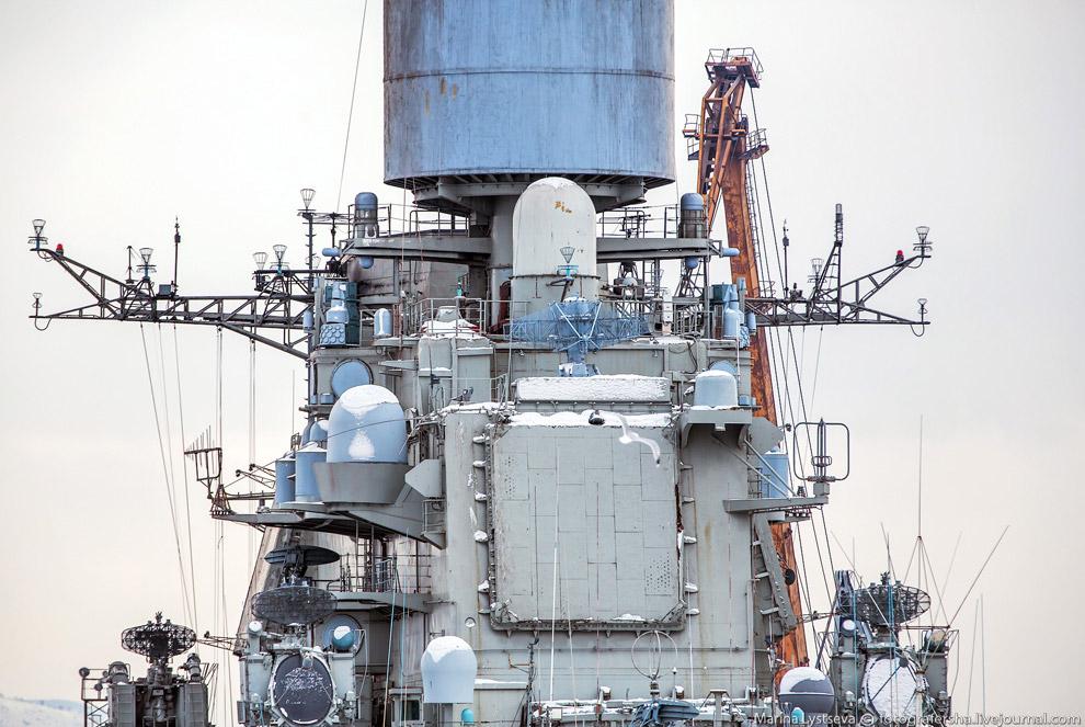 Корабль регулярно участвует в дальних походах и военно-морских учениях. В 1996—1998 г