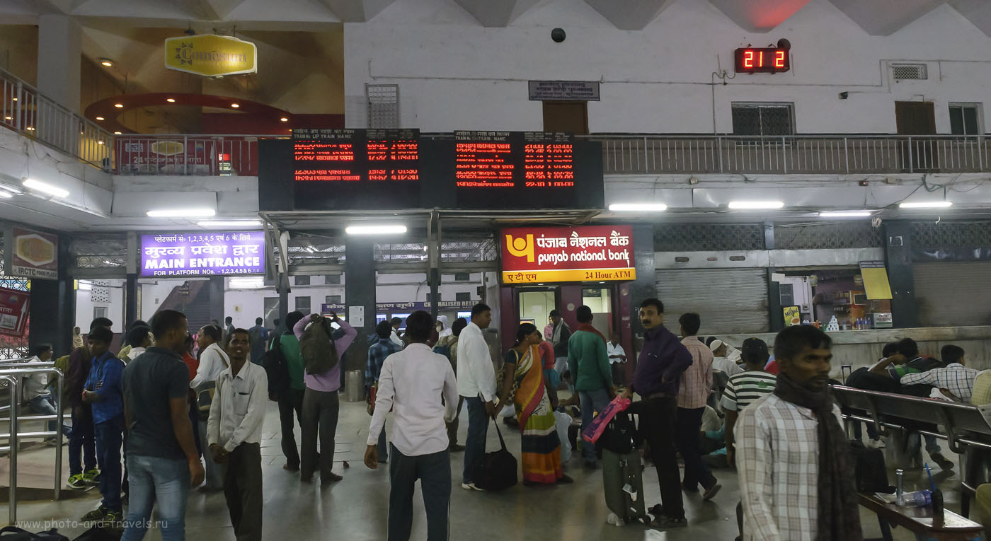 Фото 12. Табло с расписанием поездов на вокзалеMughal Sarai в окрестностях Варанаси. Как добраться сюда из разных городов Индии. 1/125, 8.0, 6400, 24.