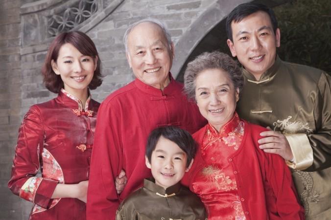 Chinese-Family-Traditional-Clothing-PhotosCom-459427437-Xixinxing-676x450-676x450.jpg