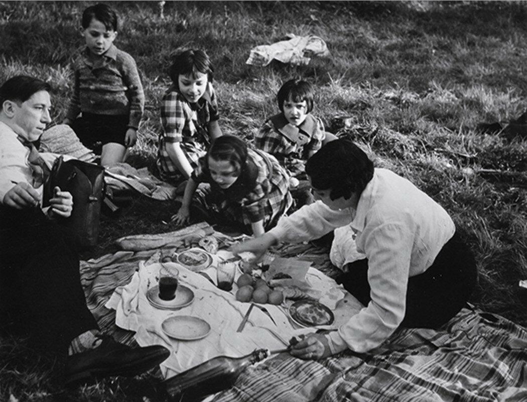 1938-1939. Без названия (Семейный пикник)