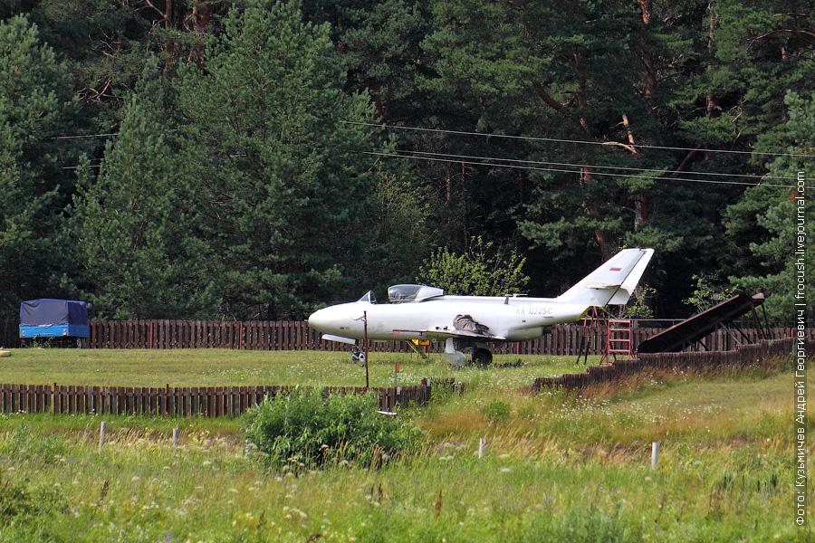 Аэродром Юрьевское пансионата «Волжанка». Реактивный учебно-тренировочный самолет Як-32 (RA-0225G)