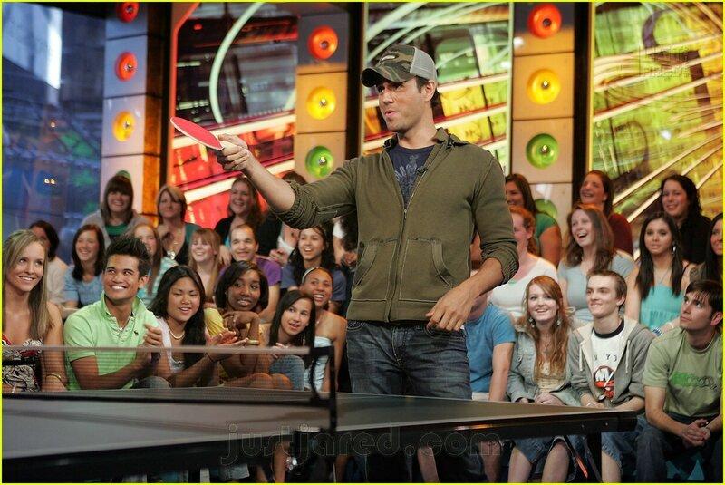 """14 мая 2007 года Enrique Iglesias представил на MTV свою песню """"Do You Know?"""" известную так же как """"Ping Pong Song"""". Естественно не обошлось без стола для настольного тенниса."""