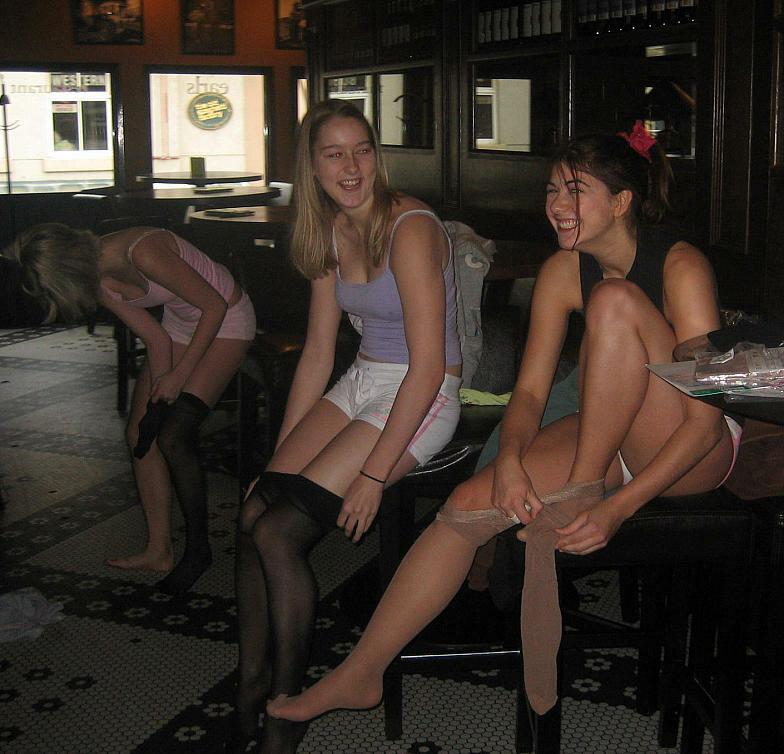 Девушки в колготках фото домашнее, секс лизбиянки фотки