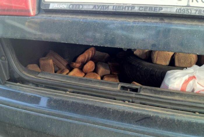 Вот и свежий хлеб подвезли к киоску