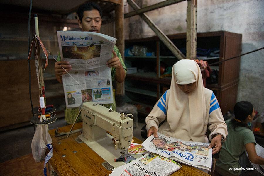 Как делают батик в Индонезии