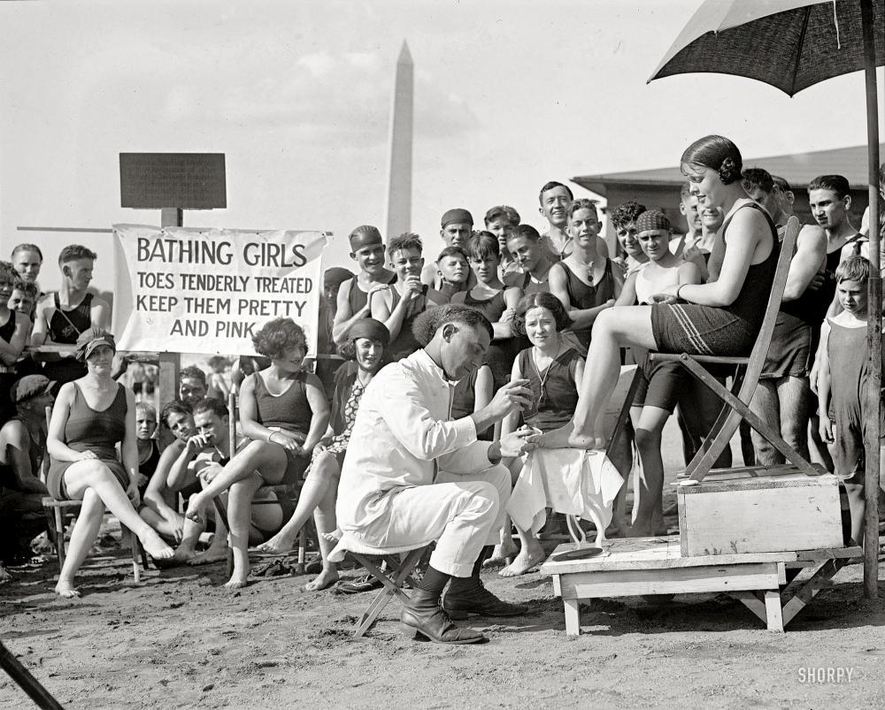 Обнаженная девушка голые на пляж фото