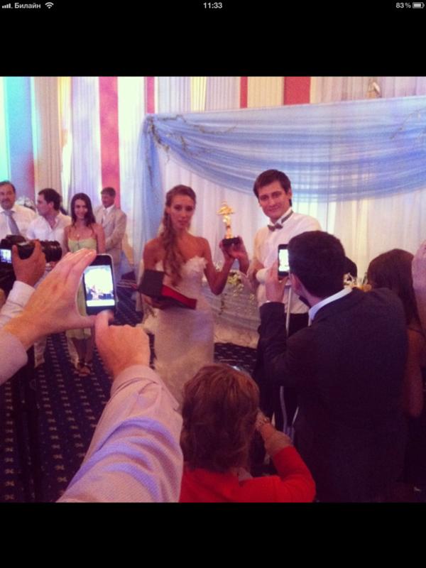 С костылями и без! Фото со свадьбы Гудкова IMG_0379.PNG
