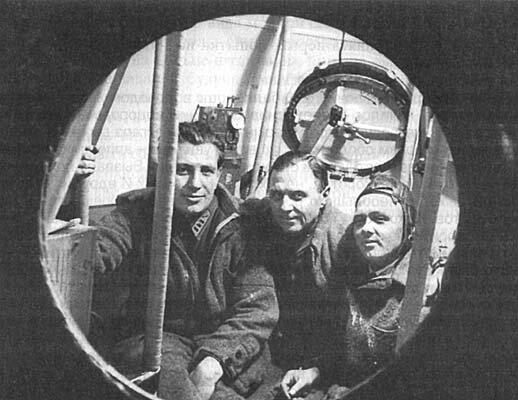 Г. А. Прокофьев, К. Д. Годунов и Э.К. Бирнбаум в гондоле «СССР-1», 1933 год.