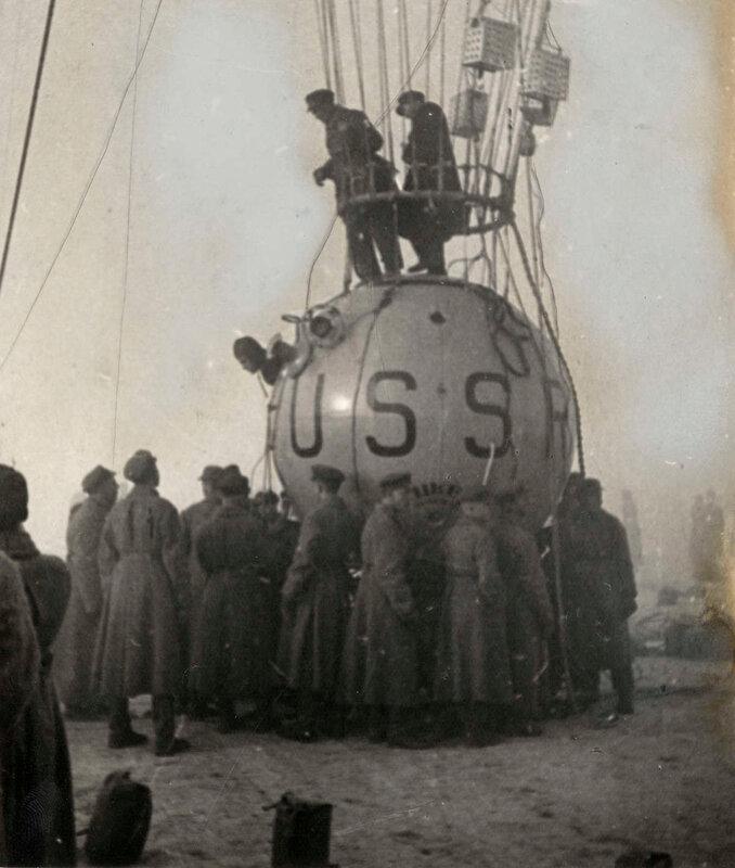 Когда последняя проверка была выполнена, экипаж поднялся на борт, Москва, 30 сентября 1933.