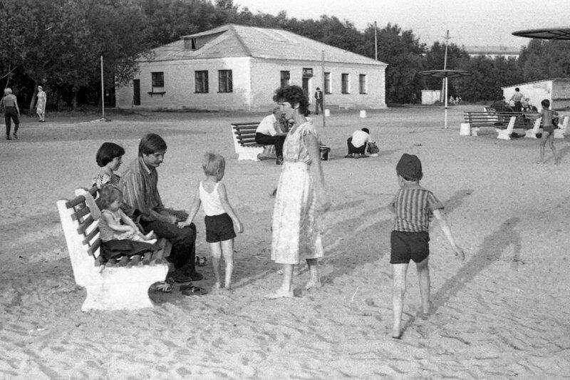Челябинск, 1981 г. Пляж на оз. Смолино у кинотеатра Восток.
