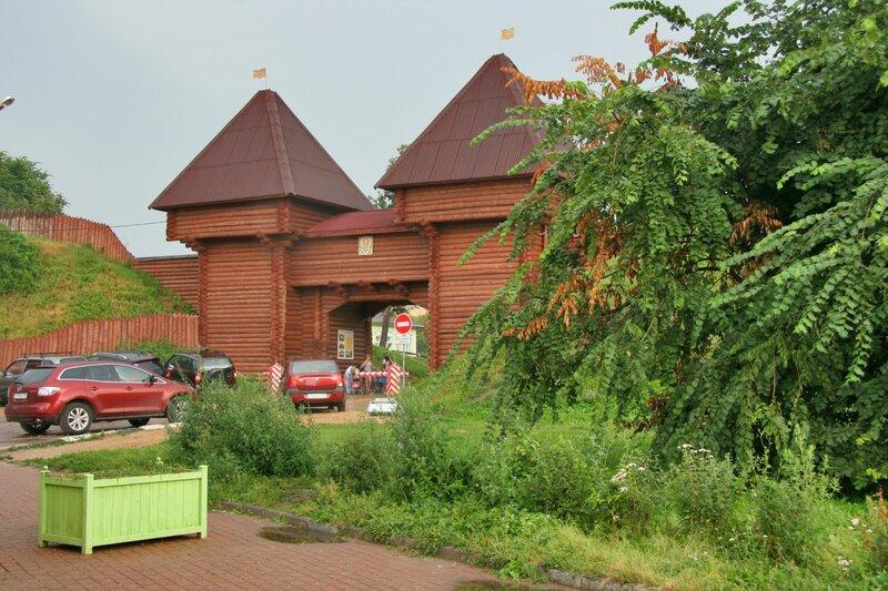Дмитровский кремль, Никольские ворота