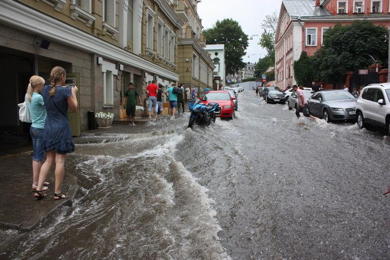Река в Подкопаевском переулке.