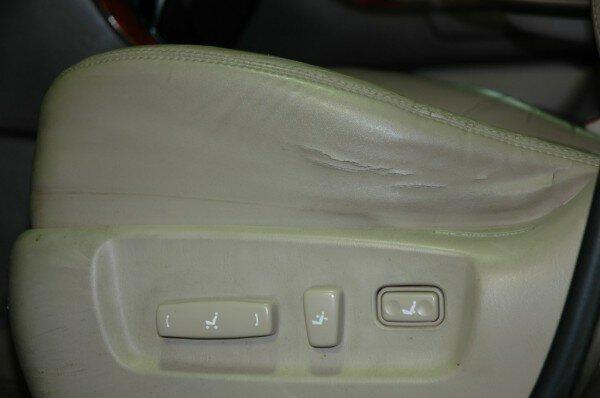 Toyota Sequoia Club - Трещины на передних сидушках - поменял чехлы местами.