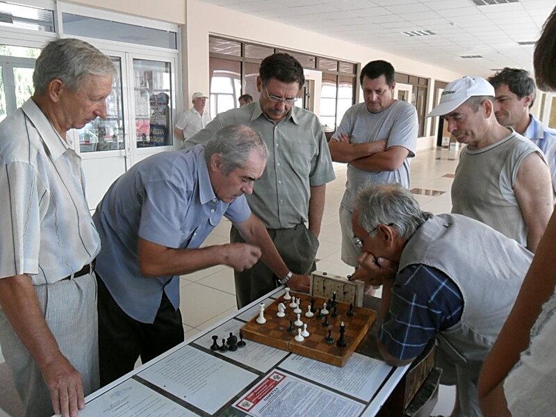 На турнире в честь Международного дня шахмат ... Бой продолжается ... SAM_0227.jpg