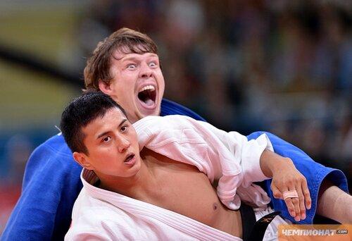 Russia's Ivan Nifontov (blue celebrates)