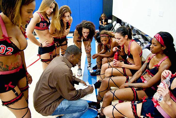 Лига баскетбола в нижнем белье