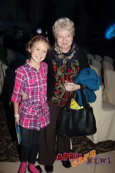 Катя Старшова с бабушкой