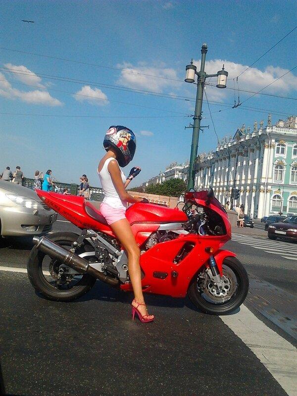 Эмма Мотогонщица