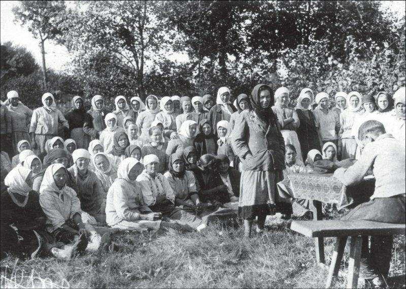 Товарищеский суд над симулянткой в сельхозартели Ясная поляна, Киевская областьс. Лишня 1935