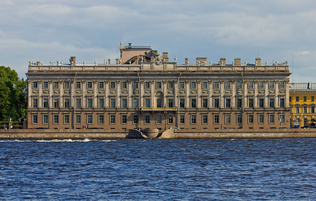 Spb_06-2012_Palace_Embankment_various_01.jpg